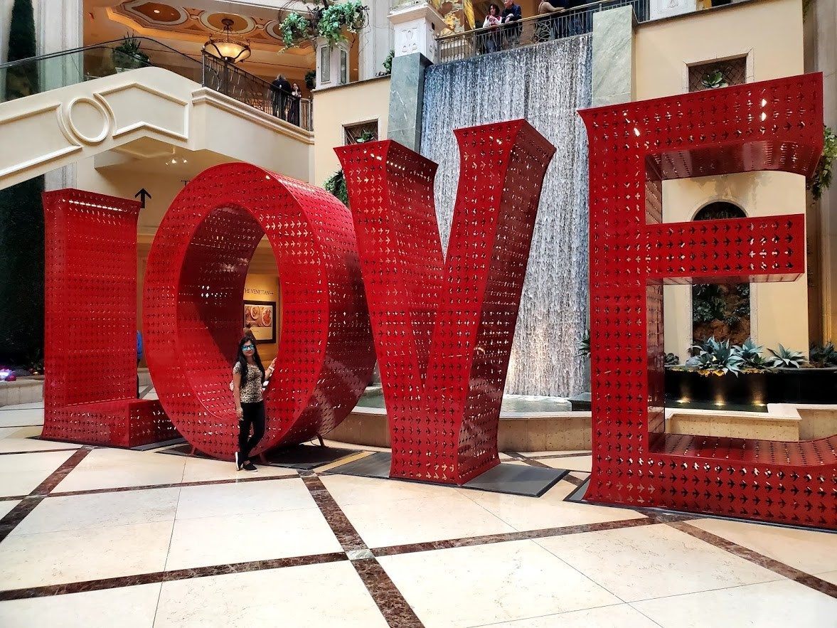 Caesers Palace Love sign
